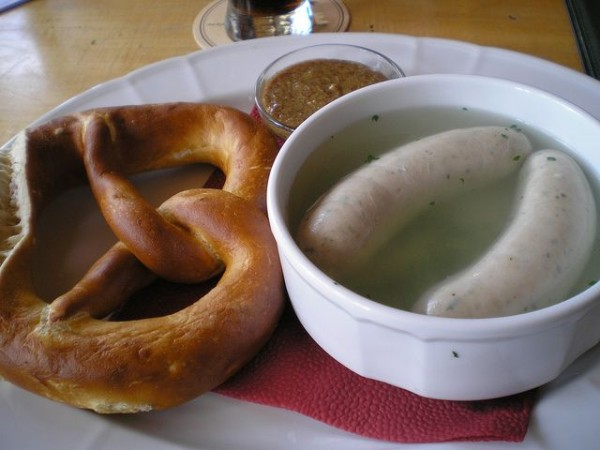 Баварские сосиски — вайсвурст (weisswurst). Фото: http://www.flickr.com/photos/rakestein/
