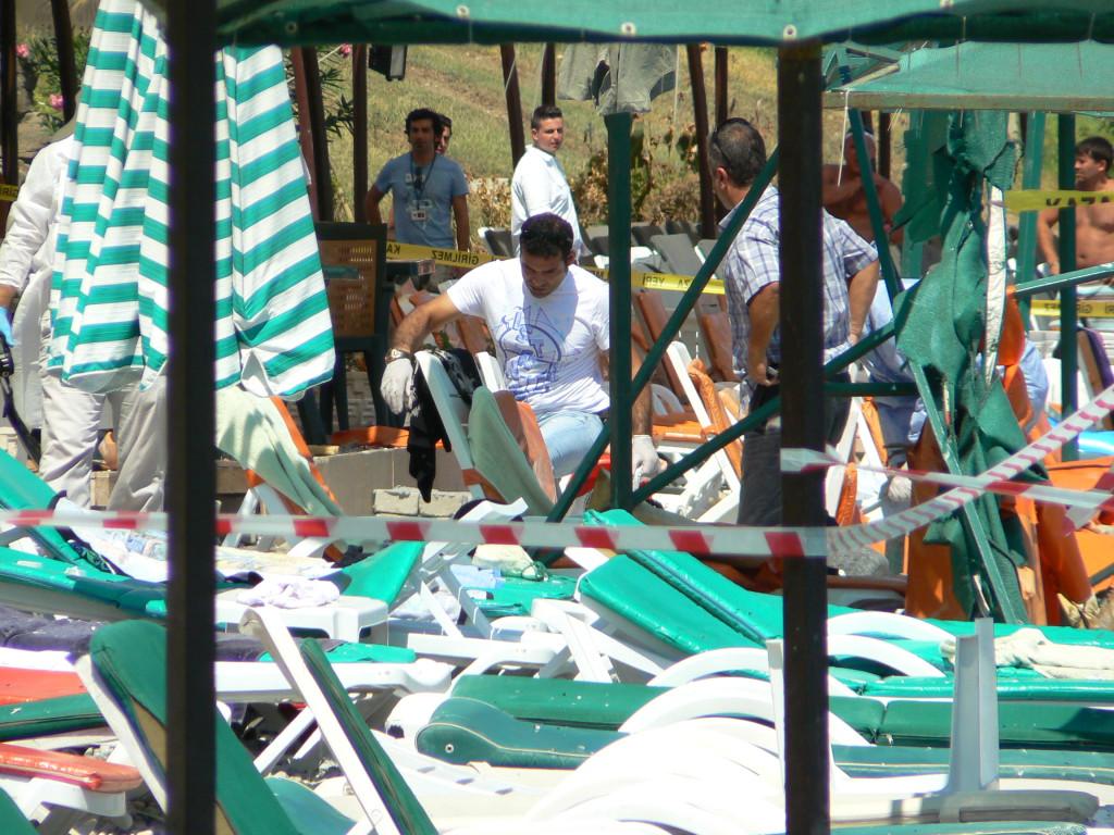 Взрыв на пляже в Кемере 28.08.2011 - как это было. Фото+видео. (часть 1)