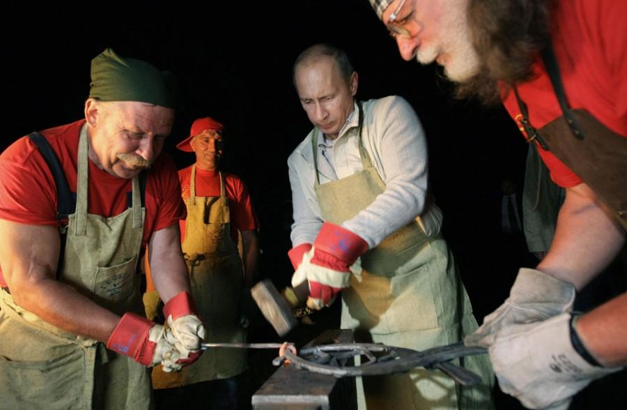 Владимир Путин в этнографическом музее в Иркутской области, восточная Сибирь, 1 августа 2009 года