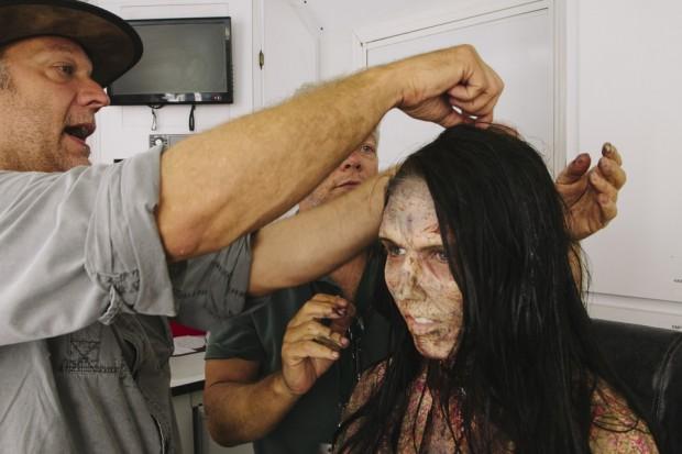Ксан Ангелович во время приготовления к съемкам