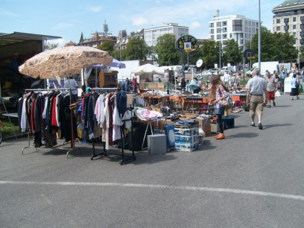 Блошиный рынок Пленпалэ в Женеве